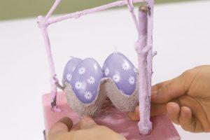 Osterei im bunten Nest