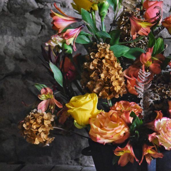 biobasierter Steckschaum Gesteck Gianna Schenke NatureSource Herbstfarben